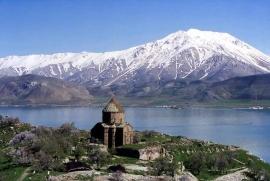Езерото Ван с църквата, Турция